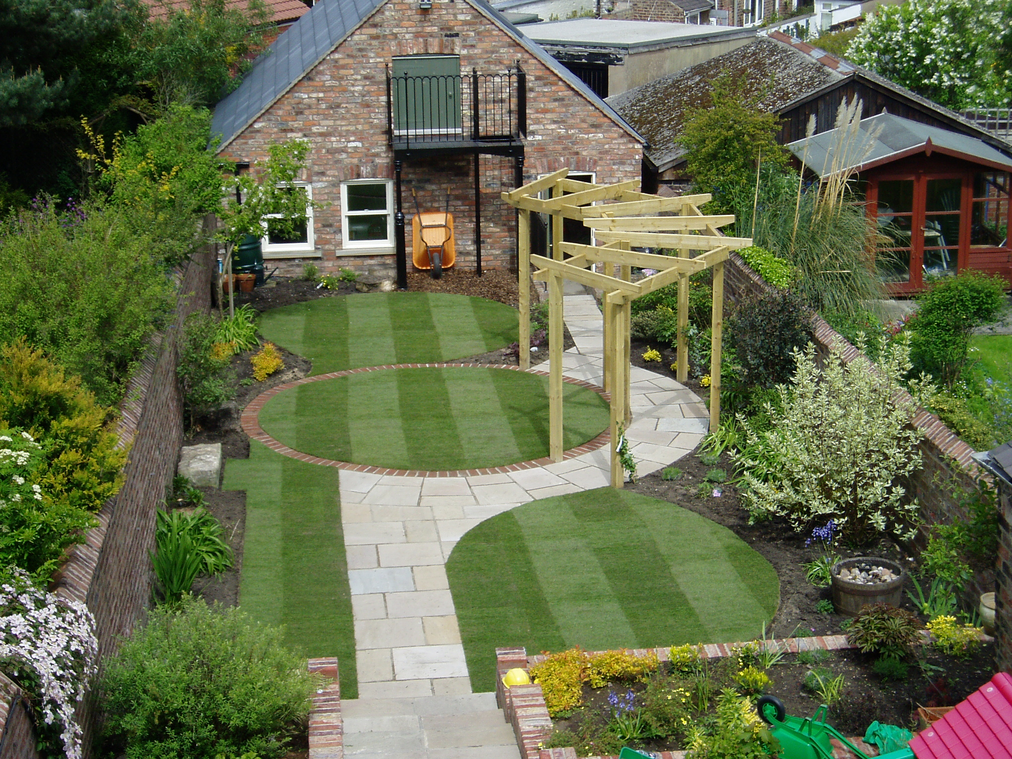 Making the best out of a small walled garden - Source: John Wilson Gardens