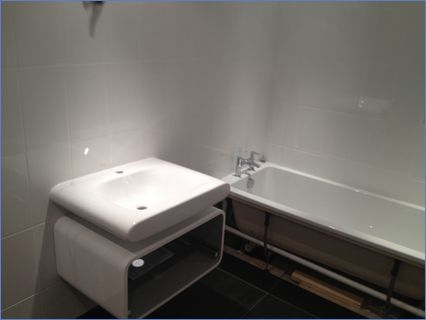 Unit and basin without tap
