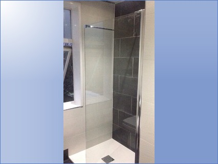 Wet room style shower tray and screen.