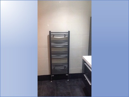 Anthracite large towel rail with chrome