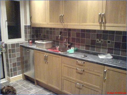 Fully Fitted Kitchen with Mix  Match Til